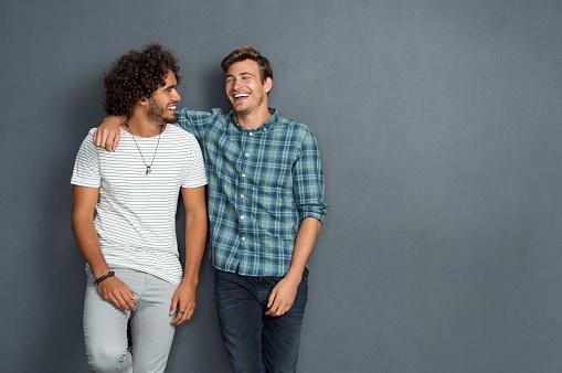 Friends Laughing And Enjoying - Fotografie stock e altre immagini di Abbigliamento casual