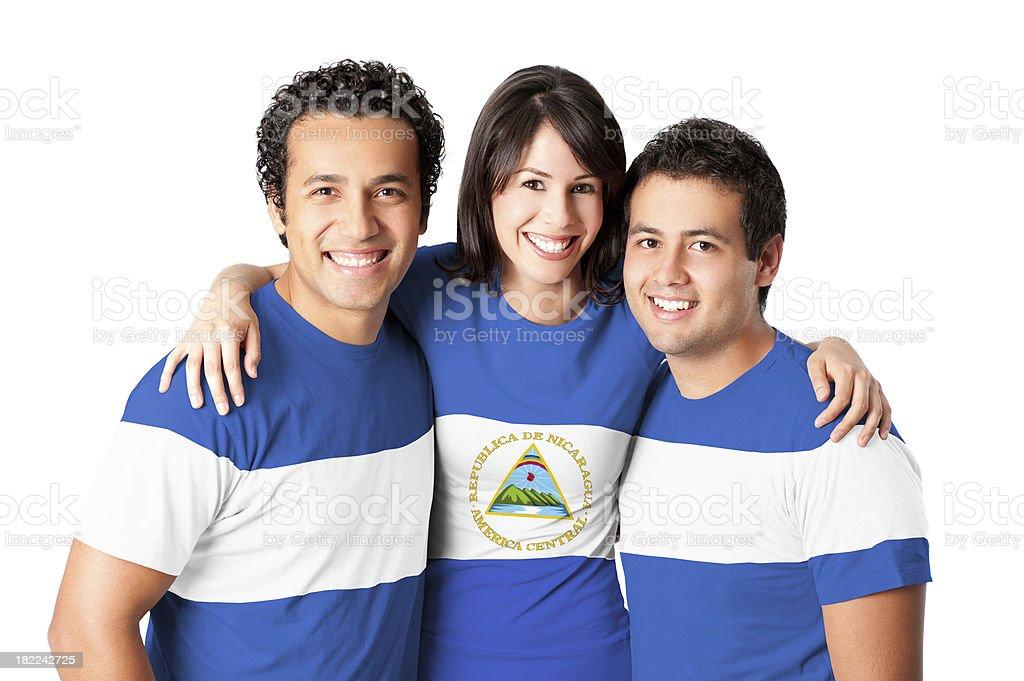 Amigos haciendo una bandera de nicaragua - foto de stock
