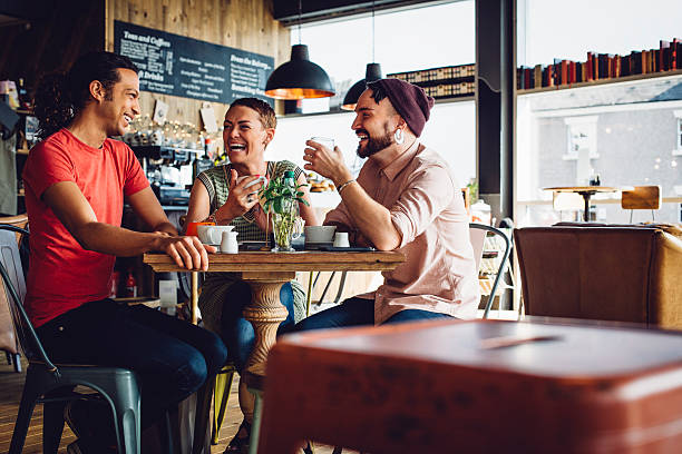friends meet up in their favorite cafe - freundin tattoos stock-fotos und bilder