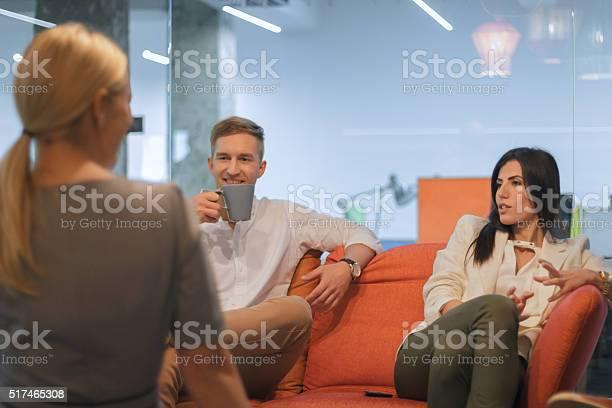 Friends on coffee break picture id517465308?b=1&k=6&m=517465308&s=612x612&h=pkfclszbi1jdp3bo50l56jhwjrcvdfimnngl572w n4=