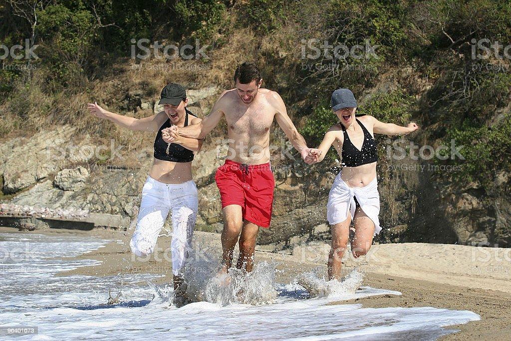 ご友人とご一緒にビーチ - 2人のロイヤリティフリーストックフォト