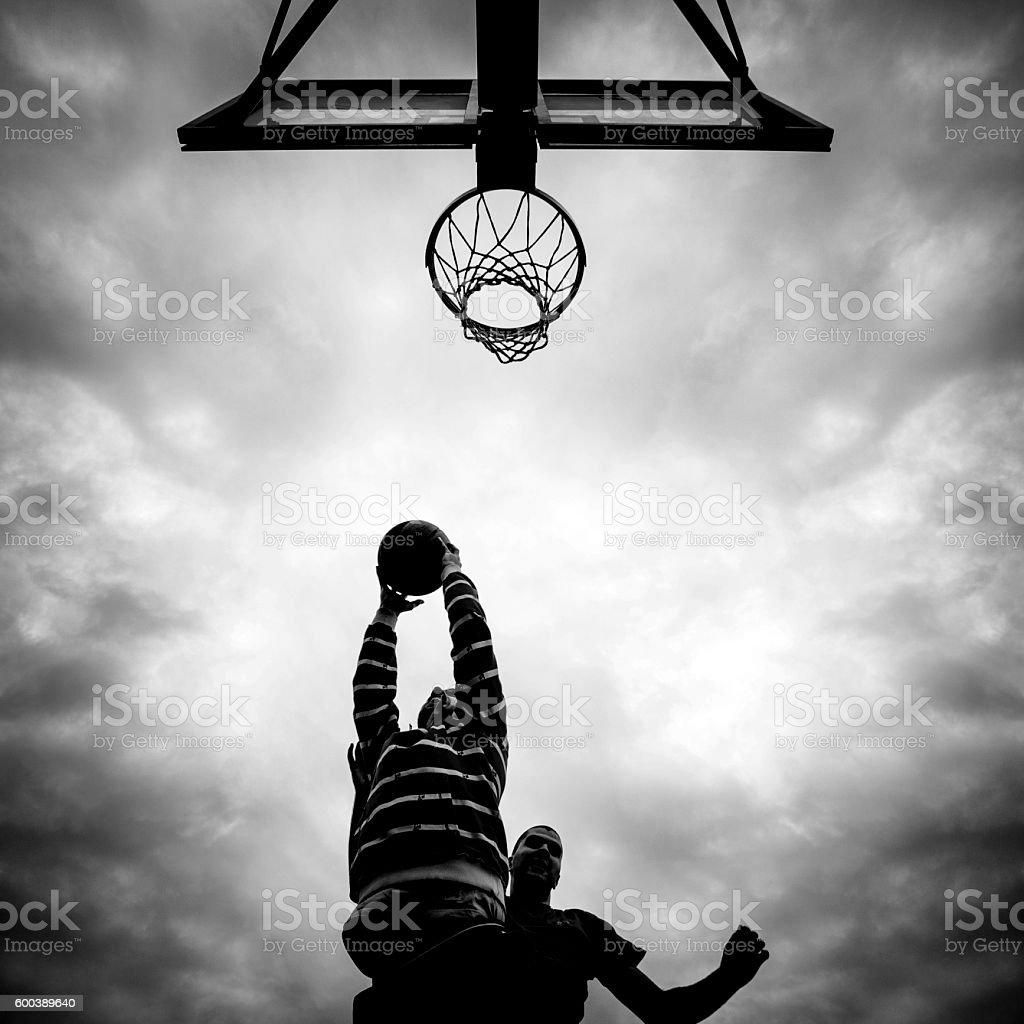 friends playing basketball stock photo 600389640 istock