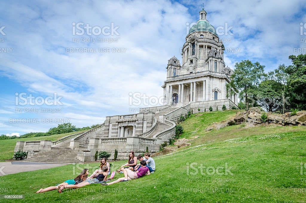 Friends relaxing at the Ashton Memorial stock photo