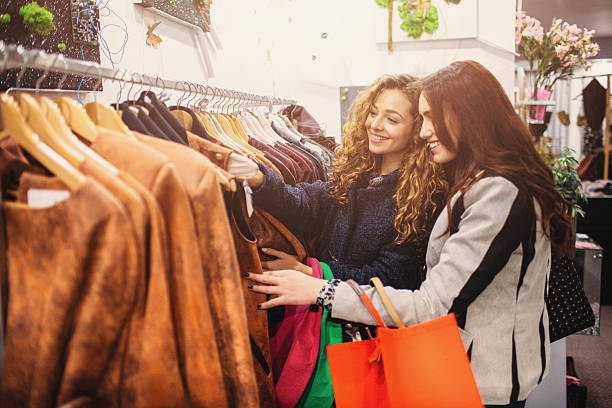 Amigos de compras - foto de stock