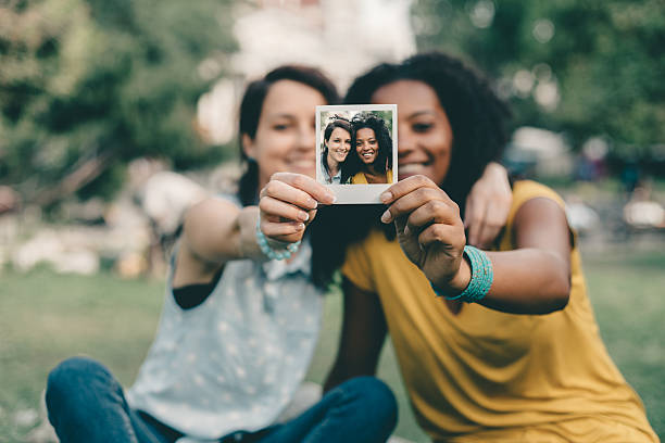 Amis sur une photo polaroid - Photo