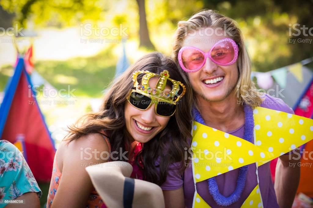 Friends smiling in park foto stock royalty-free