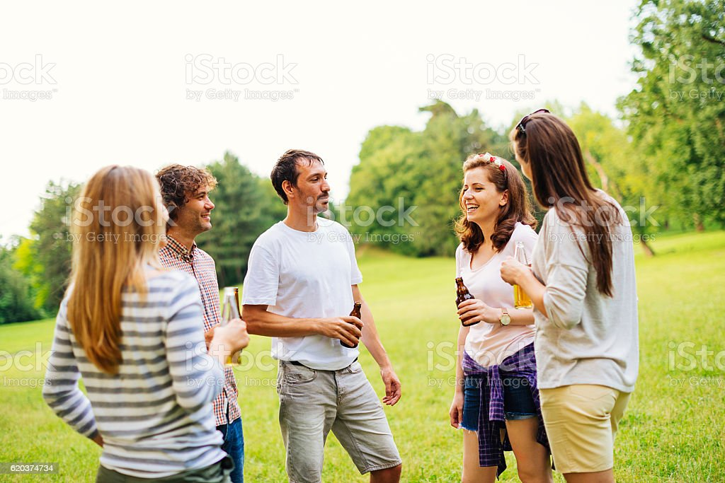 Friends spending time together in nature foto de stock royalty-free