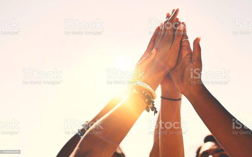 ¡Amigos se pegan! - Foto de stock de 20 a 29 años libre de derechos