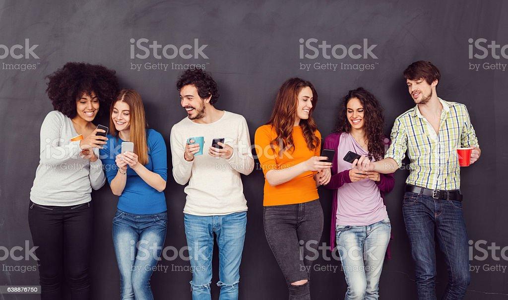 Friends texting on smartphones – Foto
