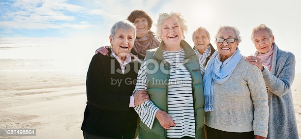 istock Friends 'til the end 1082498864
