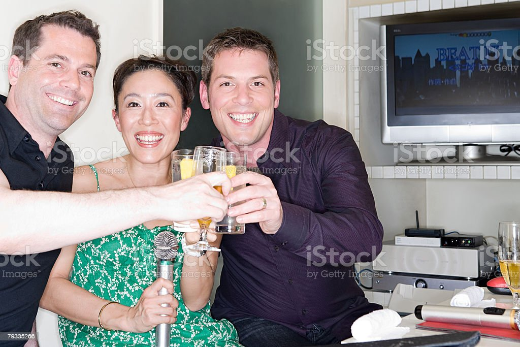 Friends toasting at a karaoke bar royalty-free 스톡 사진