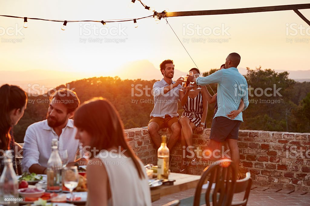 Friends toasting wine glasses during dinner party - foto de stock