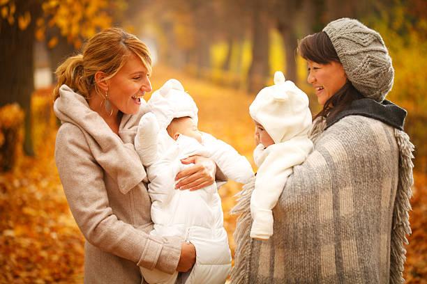 Freunde mit Babys – Foto