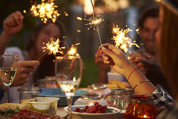 Friends With Sparklers Eating Food And Enjoying Party – Foto