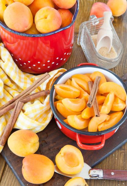 frische nektarinen einkochen - marmelade einkochen stock-fotos und bilder