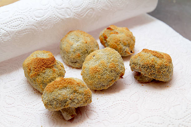 fritierte champignons - gebackene champignons stock-fotos und bilder