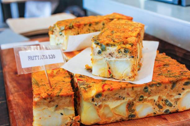 frittata - pasta deli stock-fotos und bilder