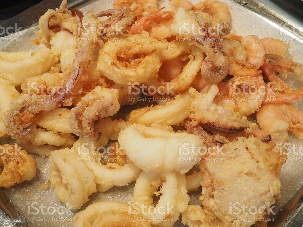 frittura di gamberi e calamari - Foto stock royalty-free di Calamaro