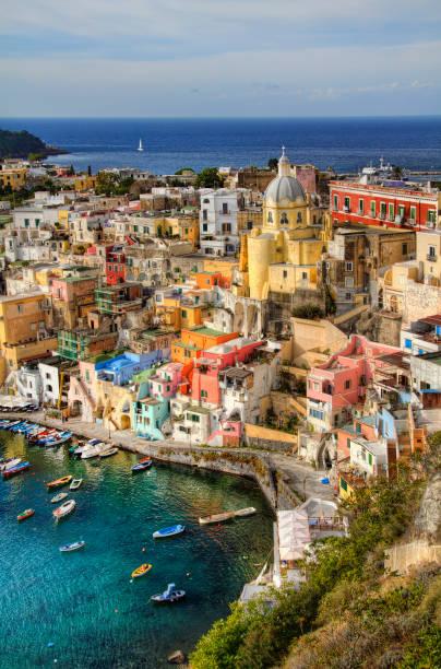 l'isola di procida, baia di napoli, italia - procida foto e immagini stock