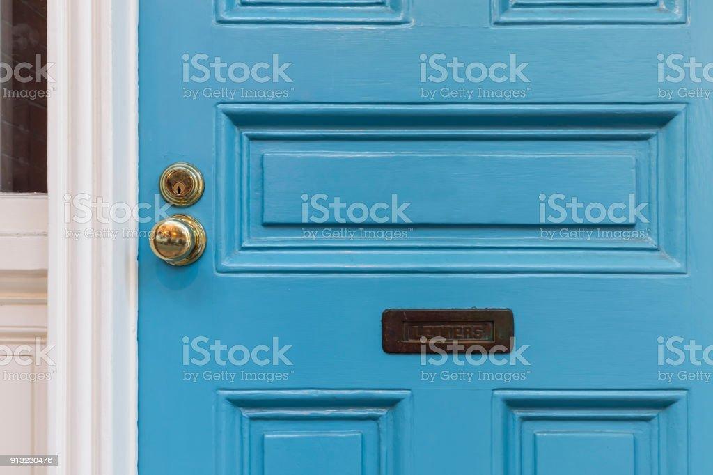 Vordere blaue Tür, Detail, Nahaufnahme – Foto