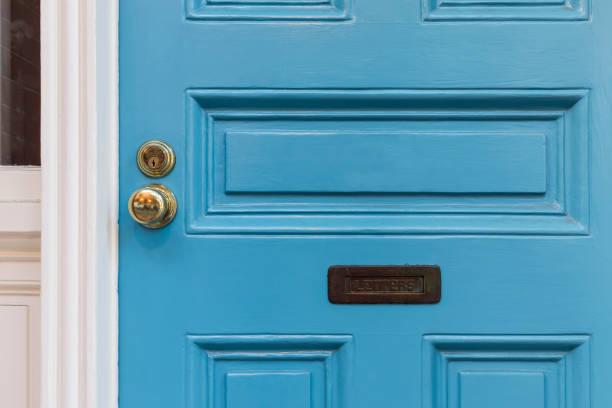 closeup, detalhe e porta frontal azul - maçaneta manivela - fotografias e filmes do acervo
