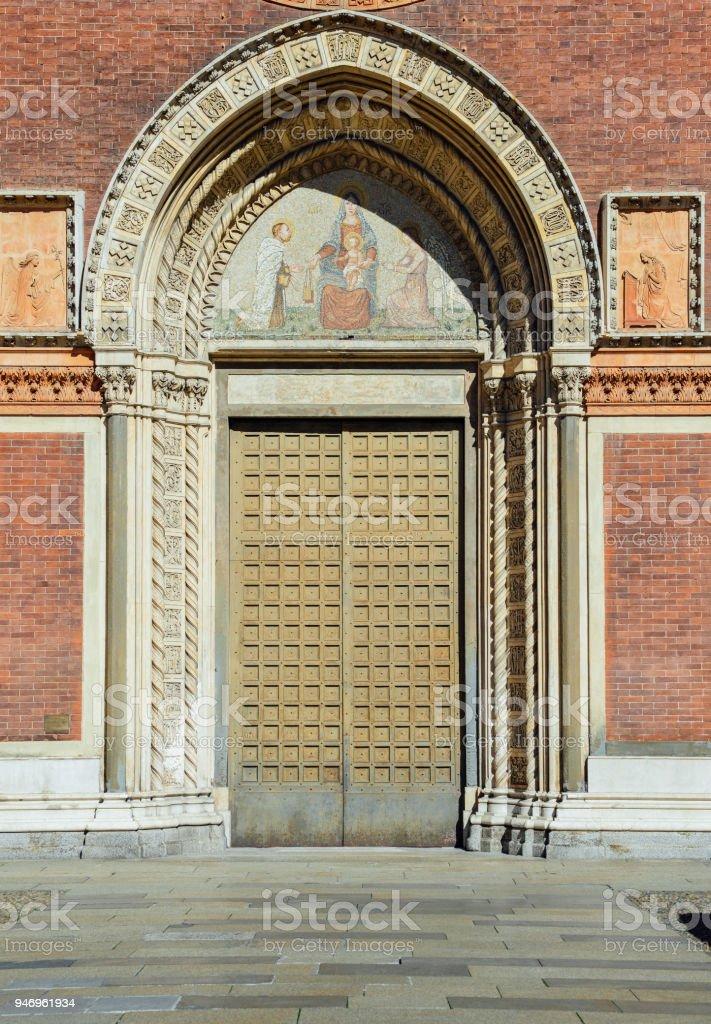 Front door of Santa Maria del Carmine Church in Brera neighbourhood of Milan, Italy. - foto stock