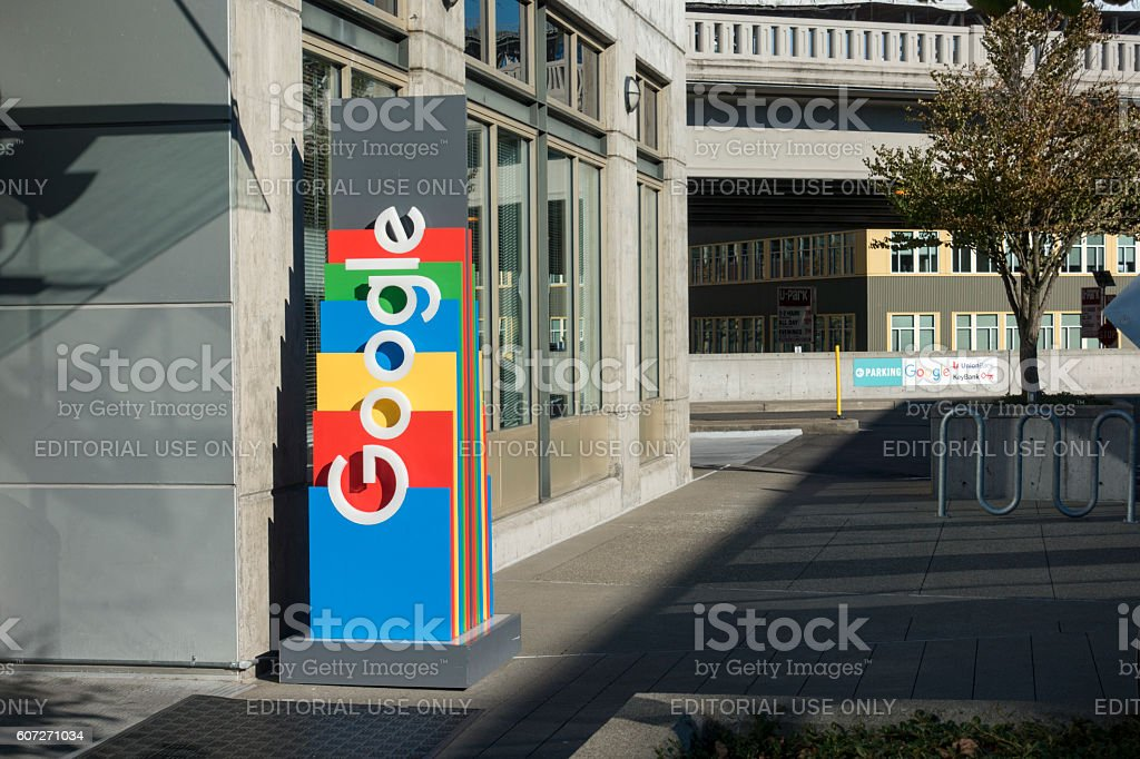 Front Entrance Sign at Google Alphabet Technology Corporation Building Seattle - foto de stock