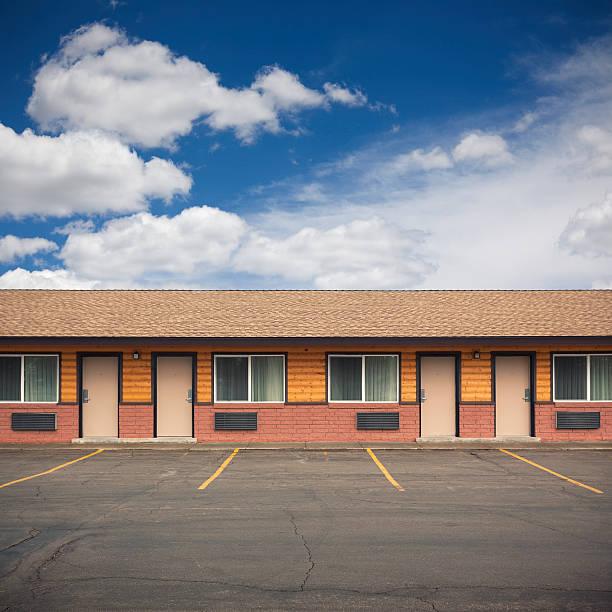 przodu motel budynek - motel zdjęcia i obrazy z banku zdjęć