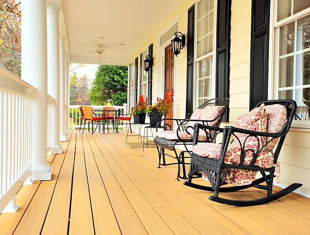 veranda der traditionellen hause - verandas stock-fotos und bilder