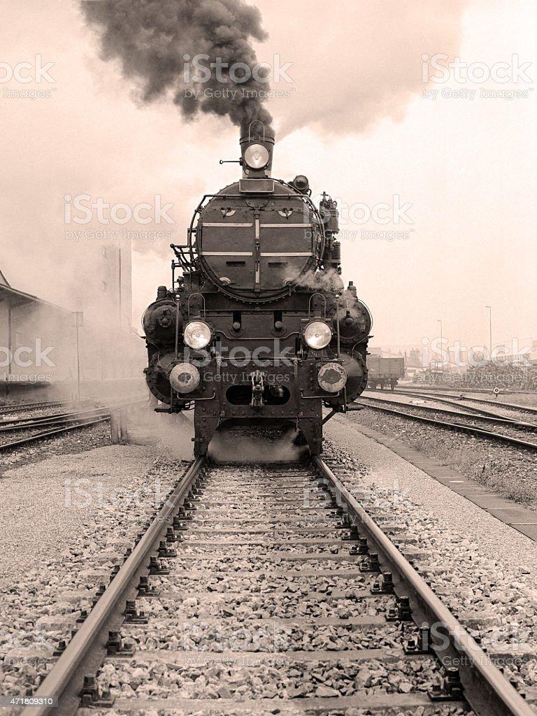 Fotografía de Vista Frontal De La Locomotora De Vapor y más banco de ...