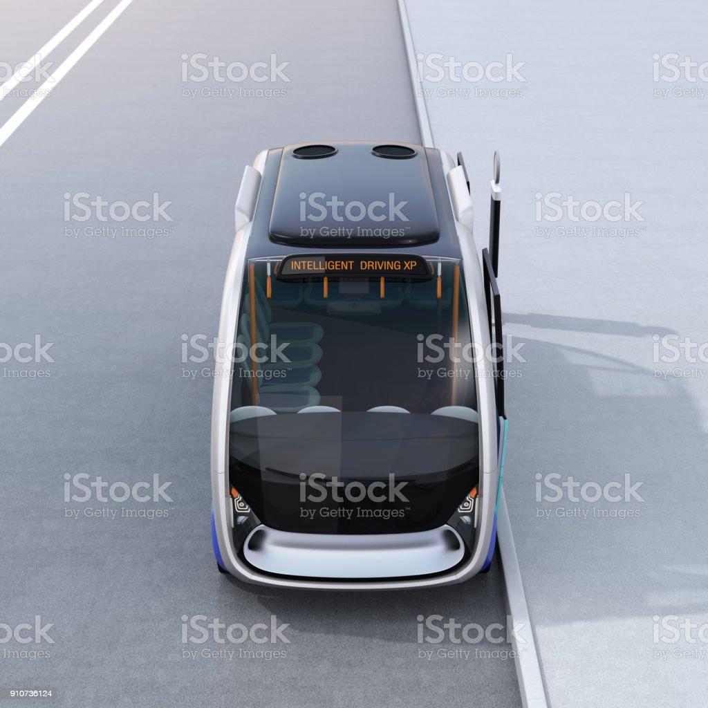 Vorderansicht des autonomen Shuttlebus warten am Busbahnhof – Foto