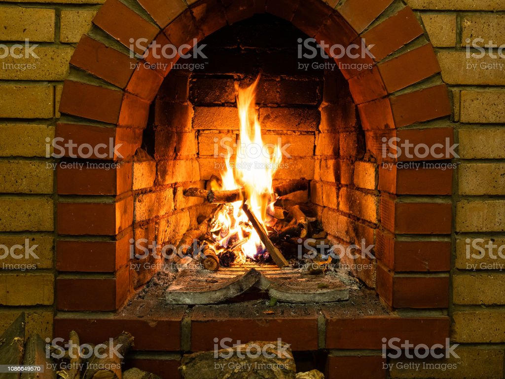 Conduit De Cheminee En Brique Rouge photo libre de droit de façade de cheminée en brique avec le