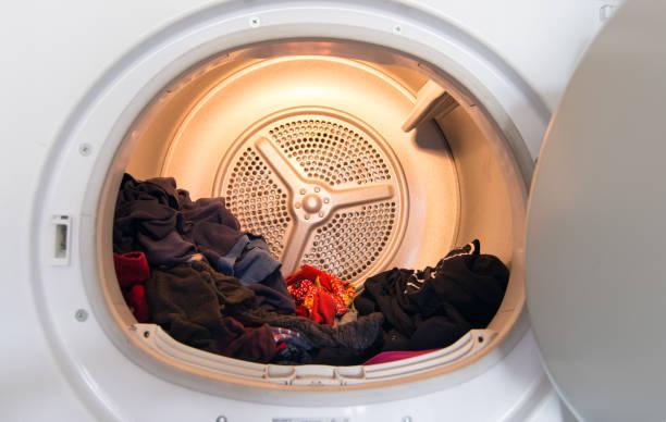 オープン衣類内ランドリーと乾燥機の正面図 - 衣類乾燥機 ストックフォトと画像
