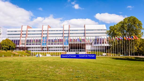 Vue d'avant du palais de l'Europe, siège du Conseil de l'Europe à Strasbourg, France. - Photo