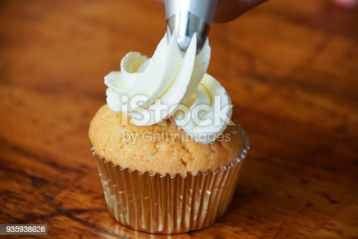 istock Frosting Cupcakes 935938626