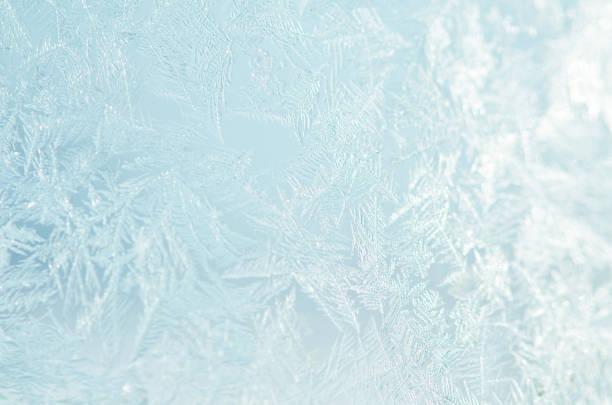 겨울 창에 서리가 내린 자연 패턴입니다. - 서리 뉴스 사진 이미지