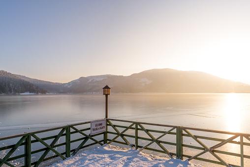 土耳其博盧格爾居克國家公園冷凍 Abant 湖 照片檔及更多 一月 照片