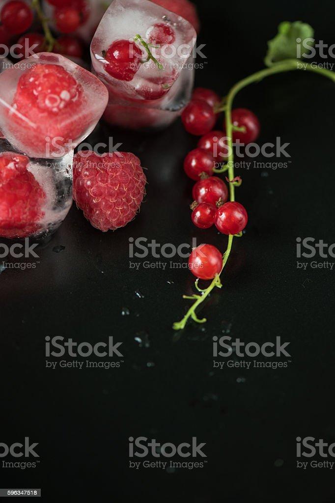 Frozen berries on wooden table Lizenzfreies stock-foto