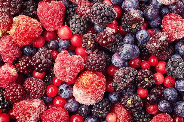 gelado de frutas vermelhas - comida congelada - fotografias e filmes do acervo