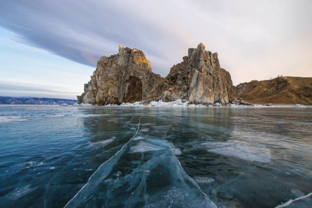Gefrorenen Baikalsee nahe Ogoy Island, Russland – Foto