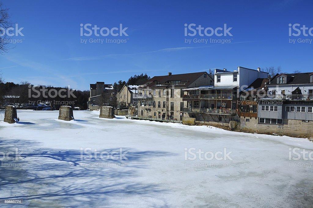 Frozen river de Elora, Ontario foto de stock libre de derechos