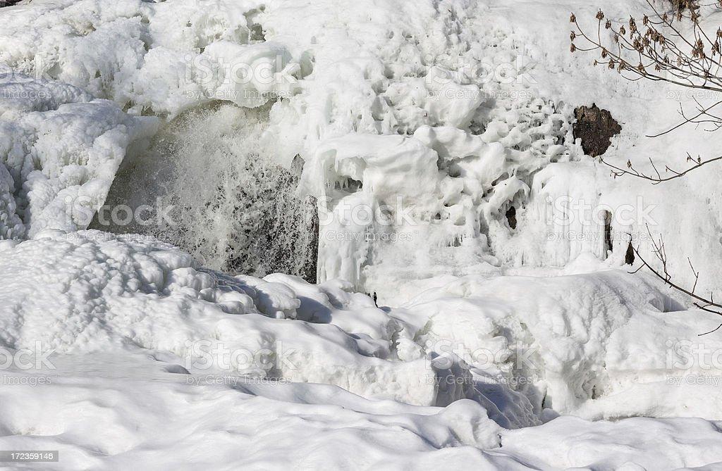 Frozen river fusión en febrero, Oslo, Noruega foto de stock libre de derechos