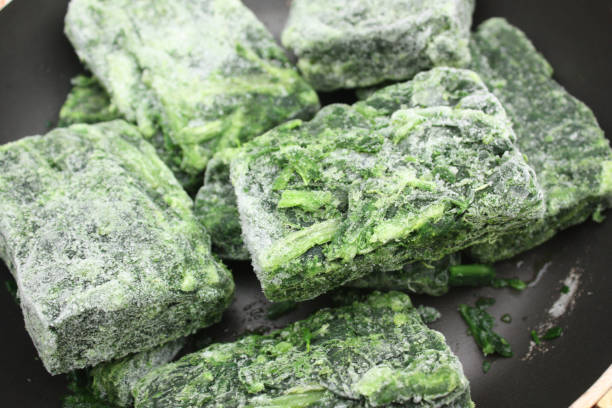 frozen spinach to defrost - defrost stock pictures, royalty-free photos & images