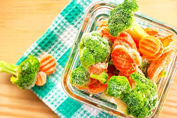 냉동상태의 야채면 - 냉동식품 뉴스 사진 이미지