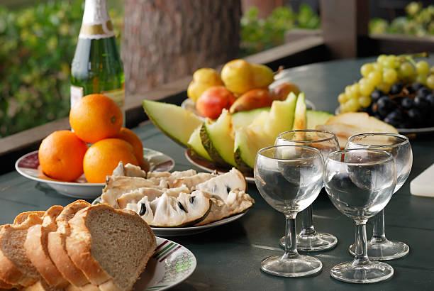 Obst und Champagner auf der Terrasse – Foto
