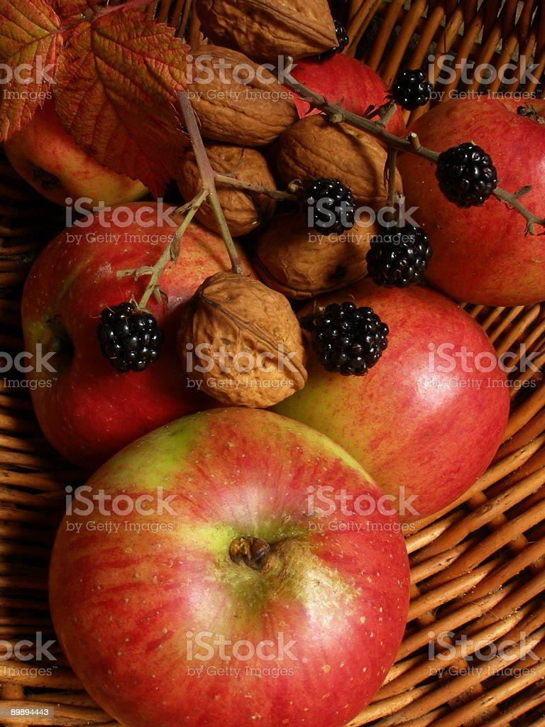Frutas y nueces foto de stock libre de derechos