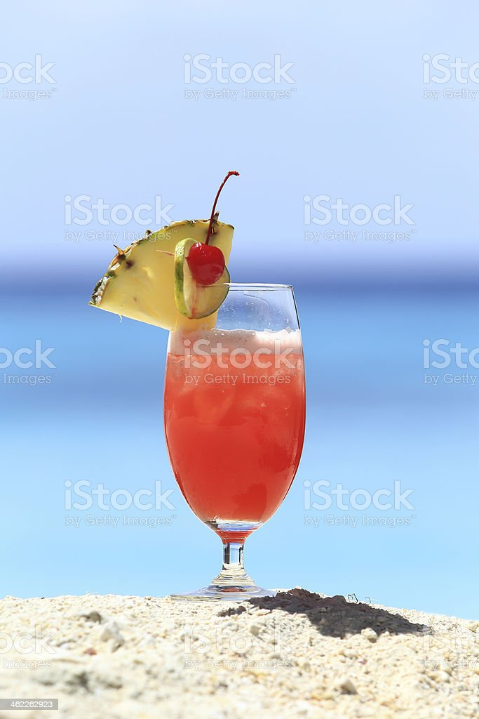 Frucht-cocktail auf einer tropischen Insel Strand – Foto