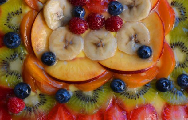 obst und desserts - himbeerzuckerguss stock-fotos und bilder