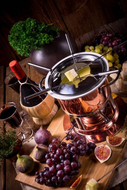 obst-fondue - fondue zutaten stock-fotos und bilder