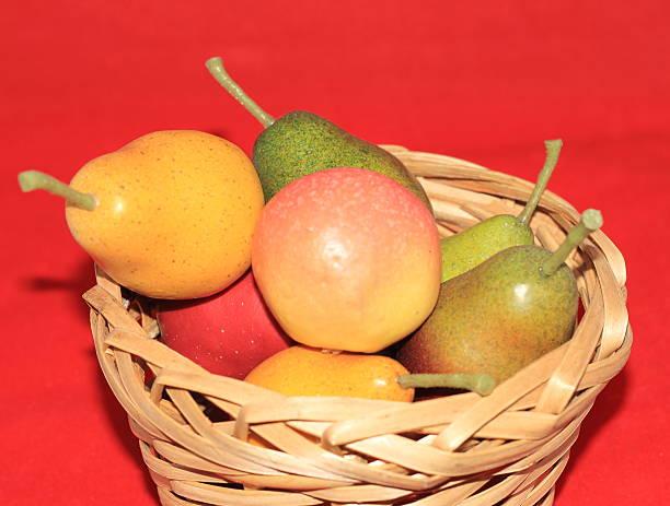fruits frais dans un panier - avion supersonique concorde photos et images de collection
